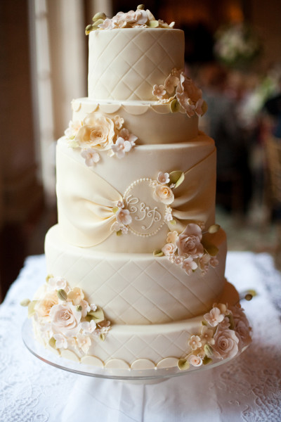 Big-Luxury-Wedding-Cakes-Unique-Style-for-Attention-8