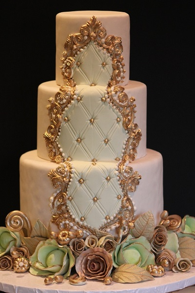 wedding-cakes-royal-frame-with-pearls1
